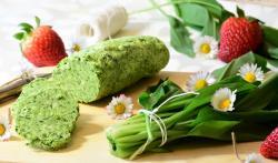 Sezónní potraviny: Březen je měsícem nových brambor, šťovíku, medvědího česneku, bílého chřestu a sladkých brambor