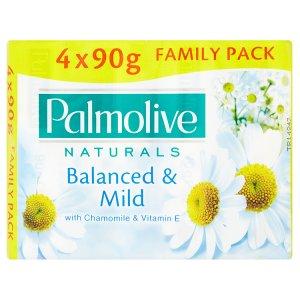Palmolive Naturals Balanced & mild tuhé mýdlo s výtažkem z heřmánku a vitamínem E 4 x 90g